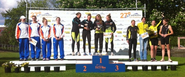 Teamtriathlon podium